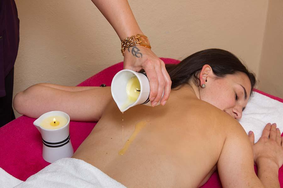 Rückenmassage mit Ölen